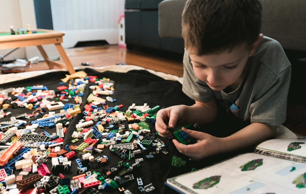boy, playing, lego